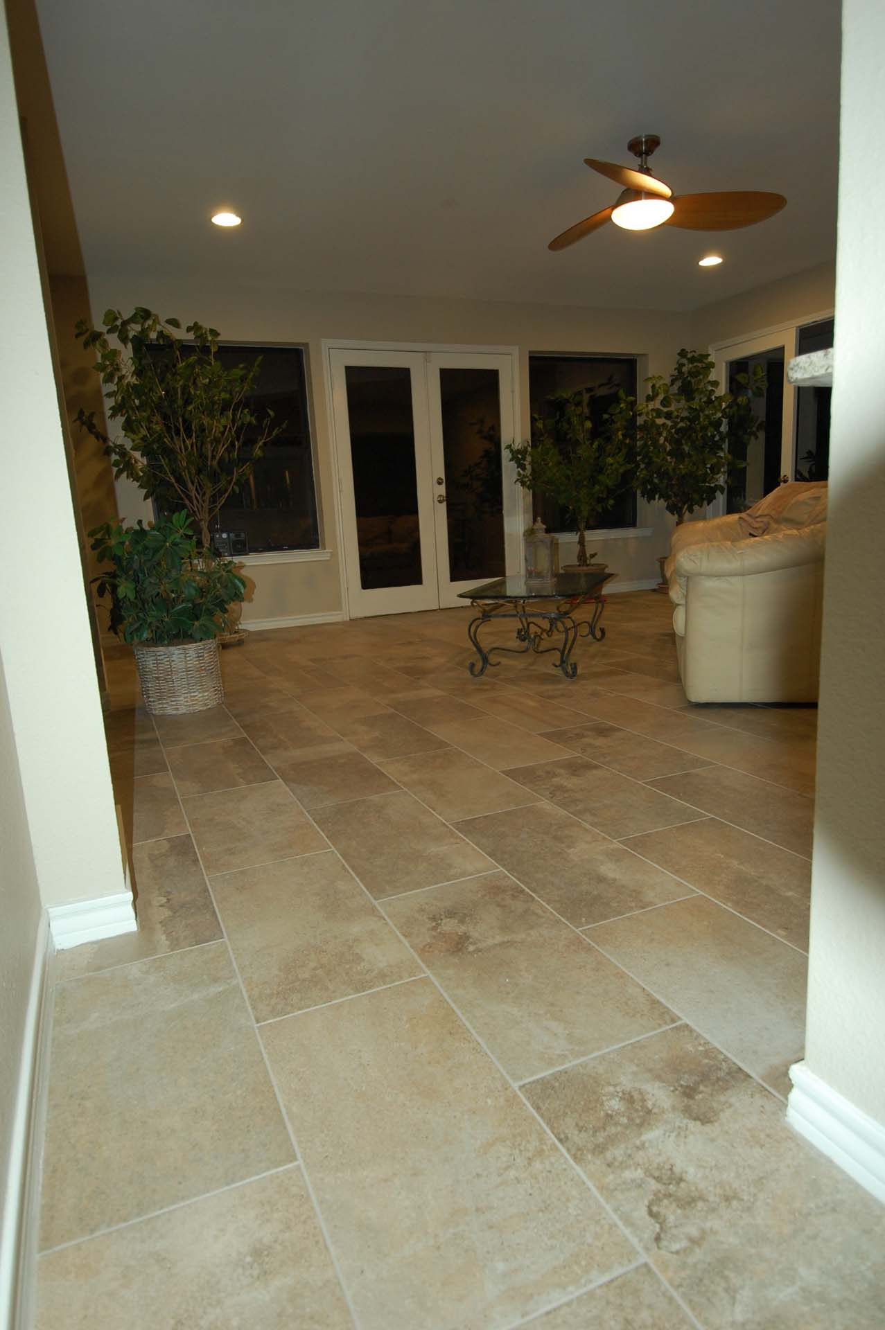 Large format Porcelain tile Limestone Look
